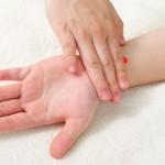 逆流性食道炎に効く!!ツボ押し治療法!症状によって押すツボは異なります!